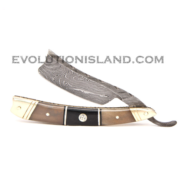 Damascus Steel Straight Razor with Buffalo Horn and Brass handle